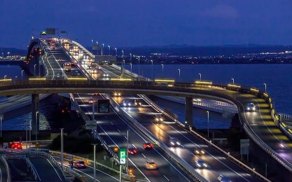 アクアラインは週末の夕方・夜間に渋滞が目立つ