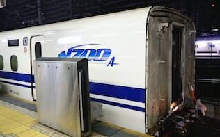 14~16号車が切り離された「のぞみ34号」の13号車(15日未明、JR名古屋駅)=JR東海提供・共同