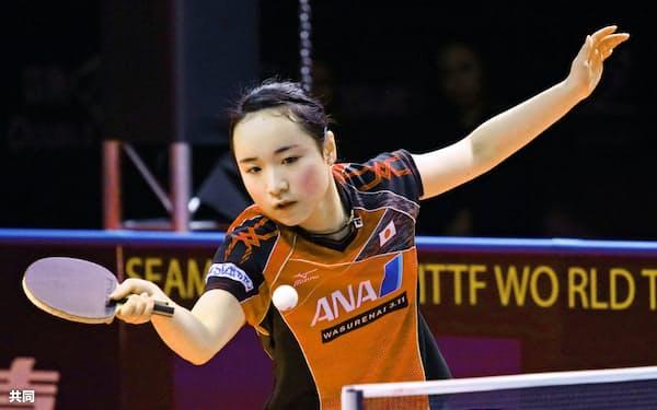 女子シングルス準々決勝で敗退した伊藤美誠(16日、アスタナ)=共同
