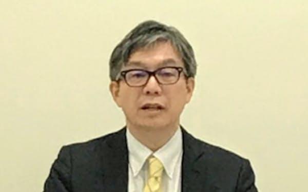 記者会見する、すららネットの湯野川孝彦社長