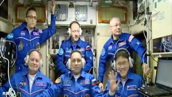 金井さん、実験目白押し 宇宙ステーションに到着