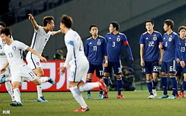 実に75試合目となる韓国戦は4失点の完敗だった=共同
