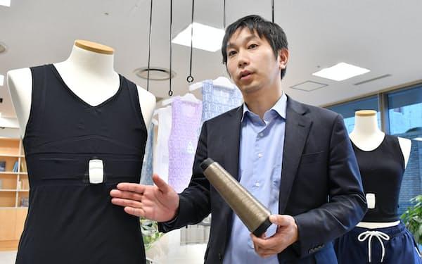 導電性繊維のシャツ型ウエアラブル端末を開発するミツフジの三寺歩社長(東京都千代田区)