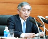 金融政策決定会合を終え、記者会見する日銀の黒田総裁(21日午後、日銀本店)