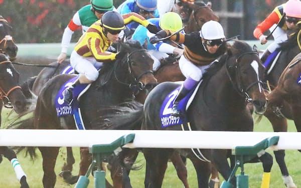 昨年末の有馬記念で優勝した武豊騎乗のキタサンブラック(手前右)。「第二の武豊」出現を待ち望んでいる