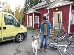 フィンランド西部のユルバに住むユハ・ヤルビネンさんはベーシックインカムの実験の対象に選ばれた