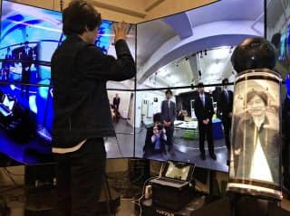 ロボットが撮影した映像から遠隔地の雰囲気を味わえる