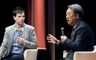 「働くこと、生きること」をテーマに体験を語るジャーナリストの池上彰氏(右)とタレントのパトリック・ハーラン氏(2017年11月20日、東京都千代田区の日経ホール)