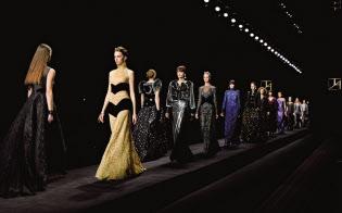ファッション業界に、さらなる法的保護を巡る議論が起きている(2017年11月のシンポ冒頭で流された「ジュン アシダ」のファッションショー映像)=ジュン アシダ提供