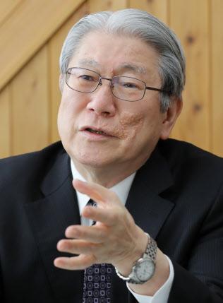 鈴木典比古 国際教養大学長