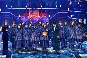 日本レコード大賞を受賞した「乃木坂46」(30日、東京都渋谷区の新国立劇場)=TBS提供・共同