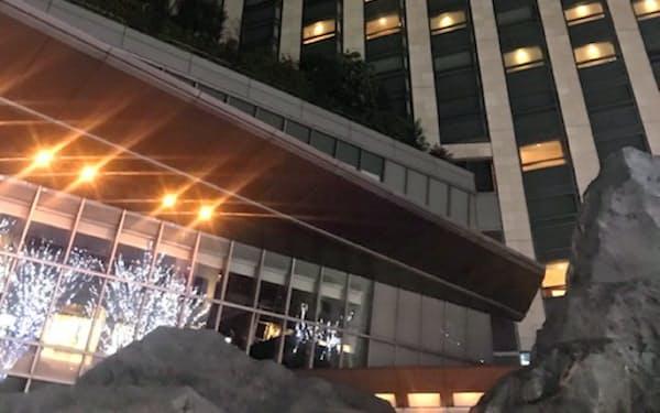 首相は毎年宿泊している東京・六本木のホテルで年越しをします。
