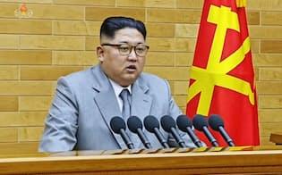 2018年の「新年の辞」を発表する北朝鮮の金正恩朝鮮労働党委員長。1日、朝鮮中央テレビが放映した=共同