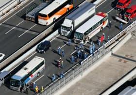 2017年の全国の交通事故死者は過去最少だった。写真は同年11月21日、千葉県市川市の事故現場=共同