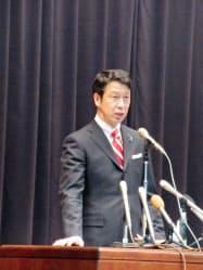 年頭のあいさつをする米山隆一知事(4日午前、新潟県庁)