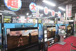 家電量販店は有機ELテレビの販売にも力を入れる(東京・千代田区のヨドバシカメラマルチメディアAkiba)