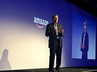8日、アマゾンのAIとの連携を語るパナソニック米子会社トップのゲッパート氏(ラスベガス)