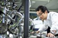 東京理科大の駒場教授はナトリウムやカリウムを利用した蓄電池の開発を進めている