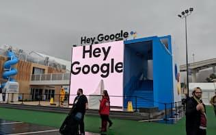 グーグルは初めてCESにブースを出展。「ヘイ、グーグル」はAIを起動させることば(ラスベガス、9日)