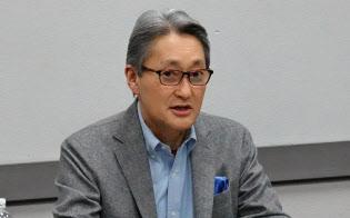 ラウンドテーブルで取材に応じるソニーの平井一夫社長(9日、米ラスベガス)