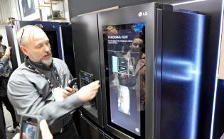 ディスプレーを搭載するなど姿は変わるが、冷蔵庫などが家電の中心であることは変わらない(米ラスベガス)