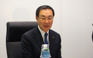 取材に応じるパナソニックの津賀一宏社長(9日、米ラスベガス)