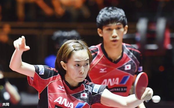 17年世界選手権の混合ダブルスで優勝した吉村(右)、石川組=共同