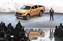 北米国際自動車ショーでフォードが発表した新型のピックアップトラック(14日、デトロイト)=井上昭義撮影