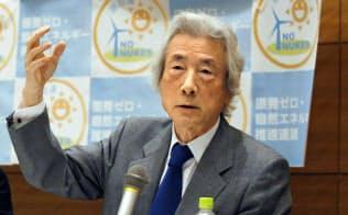 記者会見する「原発ゼロ・自然エネルギー推進連盟」顧問の小泉元首相(10日午後、国会)=共同