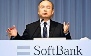 ソフトバンクグループは携帯事業会社の上場で成長投資を加速する(決算発表する孫正義会長兼社長)