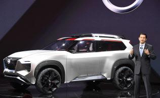 日産が発表したデザインコンセプト車(15日、デトロイト)=井上昭義撮影
