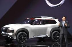 日産がが発表したデザインコンセプト車(15日、デトロイト)=井上昭義撮影