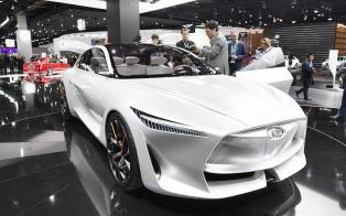 電動車専用となる日産「インフィニティ」のコンセプト車(15日、デトロイトの北米国際自動車ショー)=井上昭義撮影