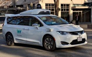 米自動車販売最大手オートネーションが整備契約を結んだウェイモの自動運転車(米カリフォルニア州パロアルト市)