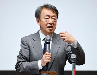 いけがみ・あきら 東京工業大学特命教授。1950年(昭25年)生まれ。73年にNHKに記者として入局。94年から11年間「週刊こどもニュース」担当。2005年に独立。主な著書に「池上彰のやさしい経済学」(日本経済新聞出版社)「池上彰の18歳からの教養講座」(同)「池上彰の君たちと考えるこれからのこと」(同)、近著「池上彰の世界はどこに向かうのか」(同)。長野県出身。67歳。