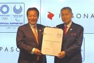 東京五輪・パラリンピック競技大会組織委員会とオフィシャルサポーター契約を交わしたパソナグループ(写真(左)が南部靖之代表、(右)は大会組織委の森喜朗会長)