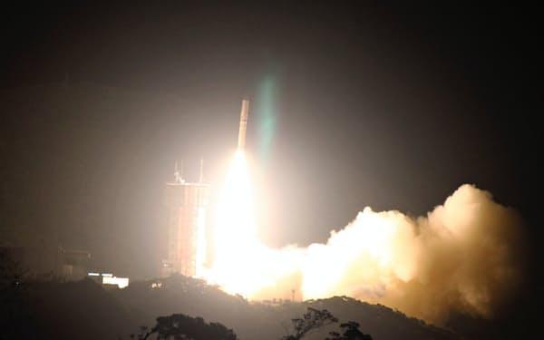 宇宙航空研究開発機構(JAXA)は18日午前6時6分、小型ロケット「イプシロン」3号機を内之浦宇宙空間観測所(鹿児島県肝付町)から打ち上げた
