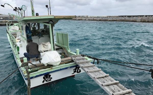 沖縄の離島では尖閣諸島周辺での漁を諦めた漁業者も多い(12月、宮古島市)