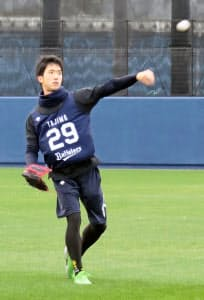 最速152キロの速球を投げる田嶋には1年目から期待がかかる(10日の新人合同自主トレ)=共同