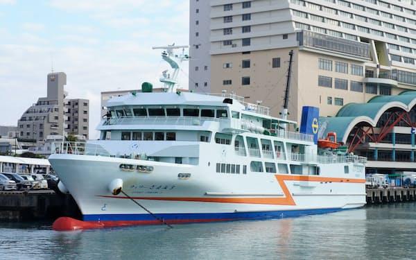 沖縄では海上交通も重要な移動手段だ(那覇市泊港のフェリーターミナル)