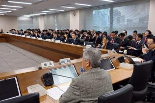 総務省は2018年1月22日に「モバイル市場の公正競争促進に関する検討会」の第3回会合を開催した。この会合は「サブブランド潰し」とも呼ばれている