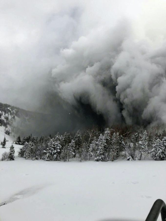 草津白根山噴火 自衛官1人死亡 噴火地点は監視せず 日本経済新聞