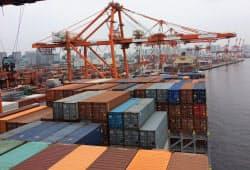 堅調な輸出を背景に貿易収支は2年連続で黒字になった