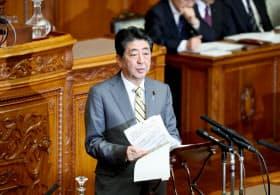 参院本会議で民進・大塚代表の質問に答える安倍首相(25日午前)