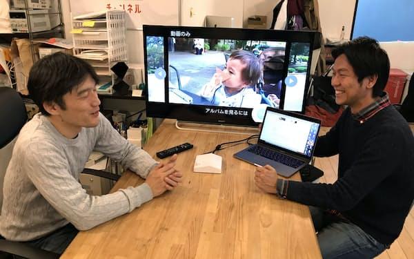 チカクで働く関西電力の田村博和さん(右)とチカクの梶原健司社長(東京・渋谷のチカク本社)