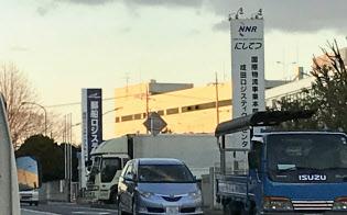 圏央道のミッシングリンク区間は物流施設が立地し、交通量は多めだった(1月11日、千葉県芝山町)