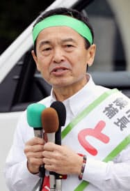 名護市長選で支持を訴える渡具知武豊氏(28日、沖縄県名護市)