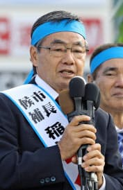 名護市長選で第一声を上げる稲嶺進氏(28日、沖縄県名護市)