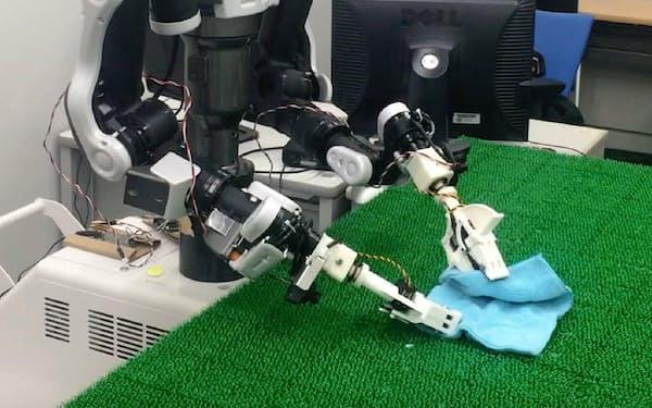 AIを搭載したロボットはタオルを畳めても、ひも結びやボタン留めなどはできない