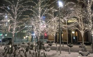 雪が積もった東京・丸の内